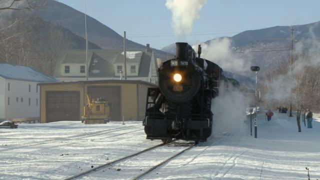 ZO CU Steam engine 7470 passing station, Winter landscape, Bartlett, New Hampshire, USA