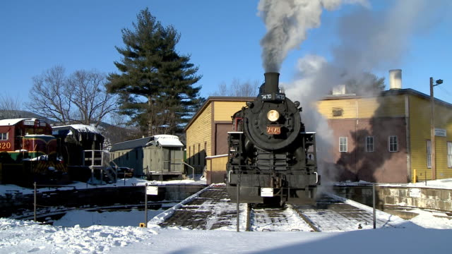 ms steam engine 7470 turning, north conway, new hampshire, usa - new hampshire stock-videos und b-roll-filmmaterial