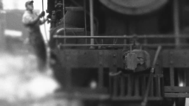stockvideo's en b-roll-footage met steam engine train passes by - bw - locomotief