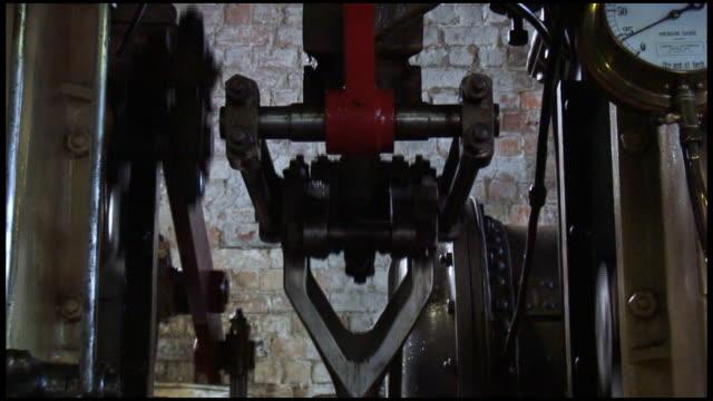 (hd1080) steam engine: triple expansion, piston arm closeup - piston stock videos & royalty-free footage