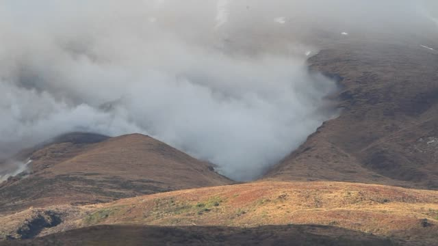 steam gushes from the crater on the side of mount tongariro at rangipo in tongariro national park two days after it erupted spewing an ash plume that... - tongariro national park stock videos & royalty-free footage
