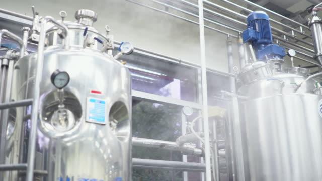 vidéos et rushes de hammam aux plantes industrielles - silo