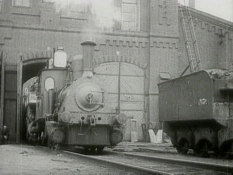 stockvideo's en b-roll-footage met steam locomotive leaving train shed and moving on rails - locomotief
