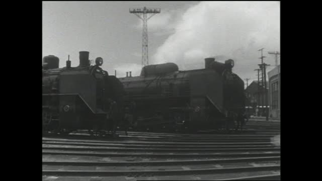 a steam locomotive moves into a turntable at moji railroad yard in fukuoka. - locomotive点の映像素材/bロール