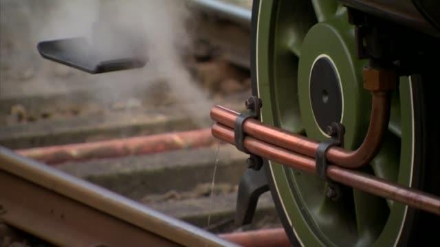 steam locomotive replaces main service on settle-carlisle line; steam locomotive replaces main service on settle-carlisle line; england: yorkshire:... - スキップトン点の映像素材/bロール
