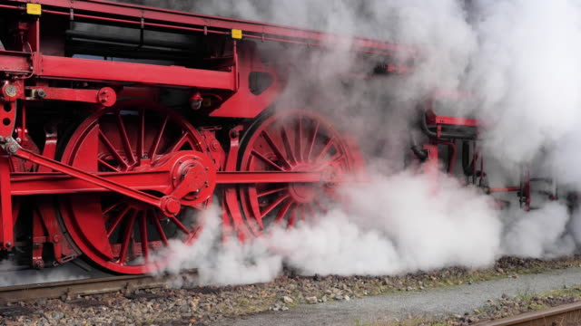 stockvideo's en b-roll-footage met steam locomotive - kees van den burg
