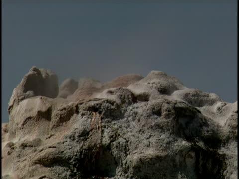 vídeos de stock e filmes b-roll de steam pours out of a geyser. - forma de água