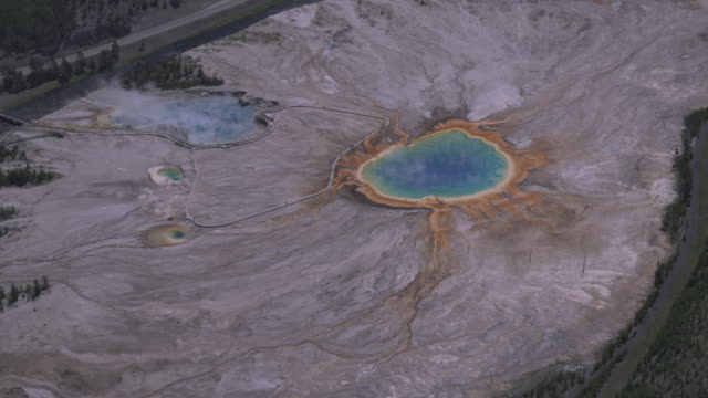 stockvideo's en b-roll-footage met steam rises from the blue waters of mammoth hot springs in yellowstone national park, wyoming. - yellowstone national park