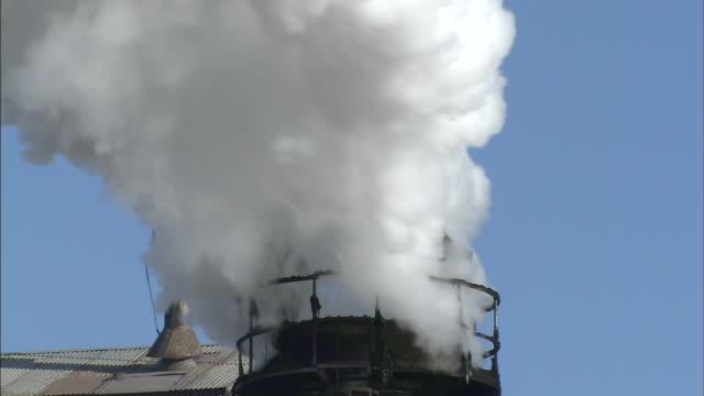 stockvideo's en b-roll-footage met steam rising  tilt up hokkaido - schoorsteen
