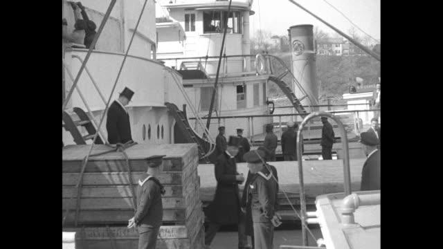vídeos y material grabado en eventos de stock de ms steam ship shot through the rigging of another ship / colombian president enrique olaya walks down ladder of steamship / 21 gun salute from... - 1930