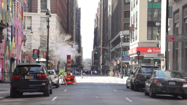 steam street city 120fps zeitlupe - einsteigloch stock-videos und b-roll-filmmaterial