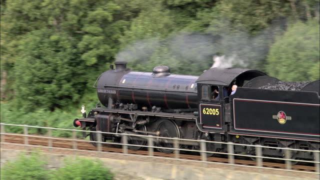 steam train by loch eil - schottisches hochland stock-videos und b-roll-filmmaterial