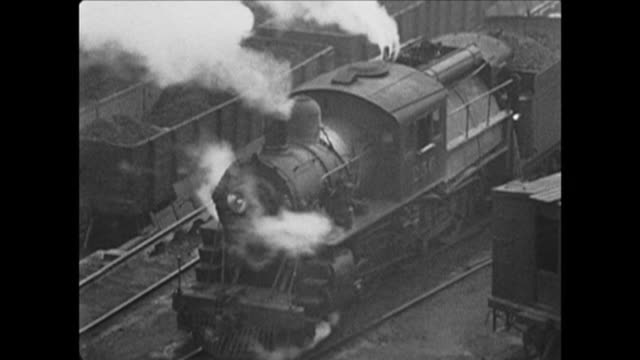 stockvideo's en b-roll-footage met 1921 steam train in nyc - stoomtrein