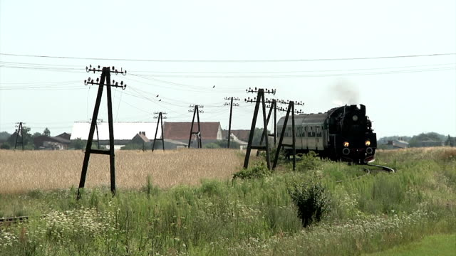 stockvideo's en b-roll-footage met stoomtrein in polen - stoomtrein