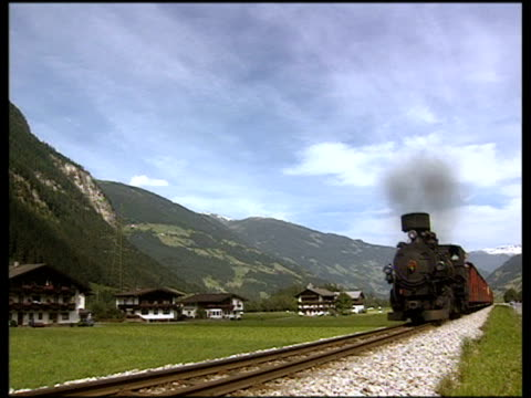 steam train moves towards and past camera in austrian valley. mayrhofen. - オーストリア点の映像素材/bロール