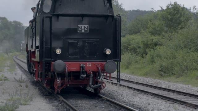 stockvideo's en b-roll-footage met stoomtrein rollen langs de camera - moving past