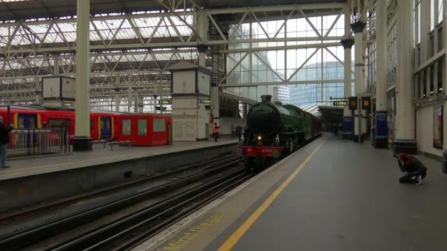 steam train service to run over the summer between waterloo and windsor; england: london: waterloo: ext steam train arriving into platform various... - locomotive点の映像素材/bロール