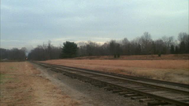 vídeos y material grabado en eventos de stock de ws pan steam train through country - la paz título de película