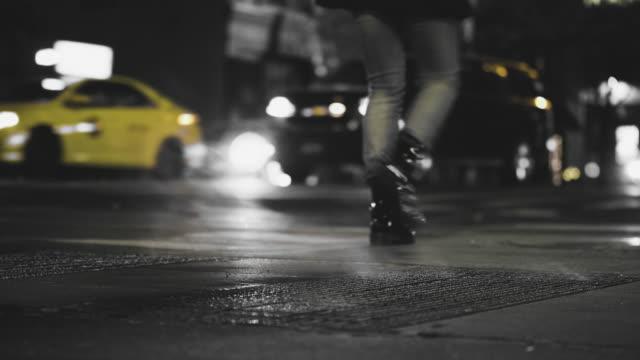 vídeos y material grabado en eventos de stock de vapor de ventilación en una calle de nueva york - tapadera de cloaca