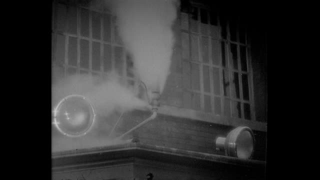 vidéos et rushes de 1932 a steam whistle blows - 1932