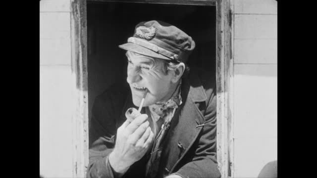 vidéos et rushes de 1928 a steamboat captain (ernest torrence) smokes a pipe - 1928