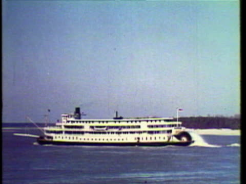 1953 WS PAN Steamboat travelling across the Mississippi River / St Louis, Chicago, Missouri, Illinois, USA / AUDIO