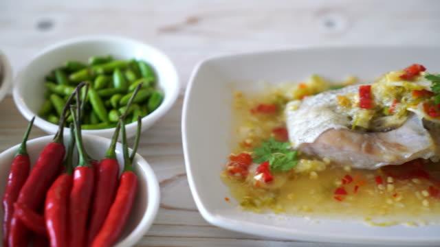 Gedünsteten Zackenbarsch Fischfilet mit Chili Lime