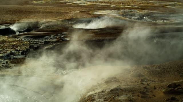 stockvideo's en b-roll-footage met dampende fumarolen. hverarond geothermisch gebied - ijsland