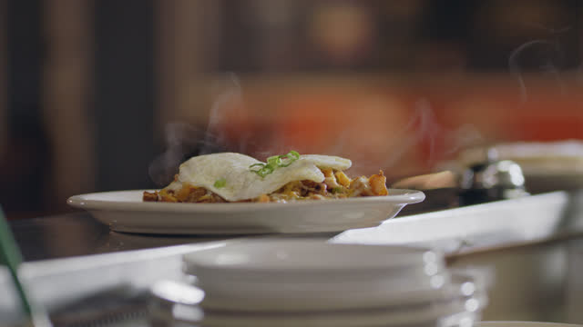 slo mo. cu. a steaming hot plate of cajun fried potatoes are ready for pickup on the counter in an authentic diner - brunch stock videos & royalty-free footage