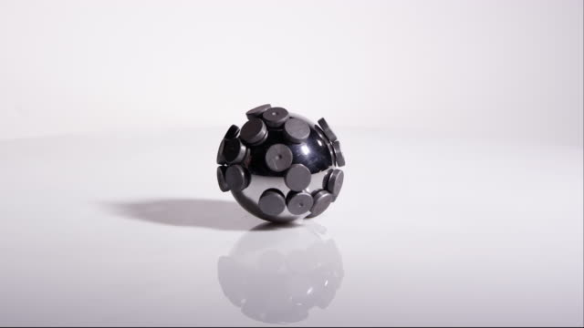Steel ball with magnets on it moving around