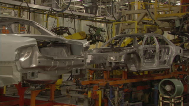 ms steel bodies on automobile assembly line, shanghai, china - stillstehen stock-videos und b-roll-filmmaterial