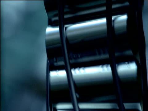 steel cans roll through conveyor rail - sn�� bildbanksvideor och videomaterial från bakom kulisserna