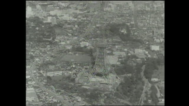 stockvideo's en b-roll-footage met a steel frame constitutes the construction of the tokyo tower. - breedbeeldformaat