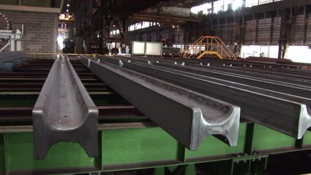 vídeos y material grabado en eventos de stock de ms zi steel girders at steel mill / esch-alzette, unspecified,   luxembourg                                              - forma de barra