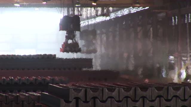 vídeos y material grabado en eventos de stock de ms zo pan  steel girders at steel mill / esch-alzette, unspecified,   luxembourg                                              - forma de barra