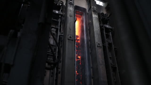 vidéos et rushes de steel mill at steel authority of india limited factory, rourkela, odisha, india, on friday, june 21, 2019. - fer