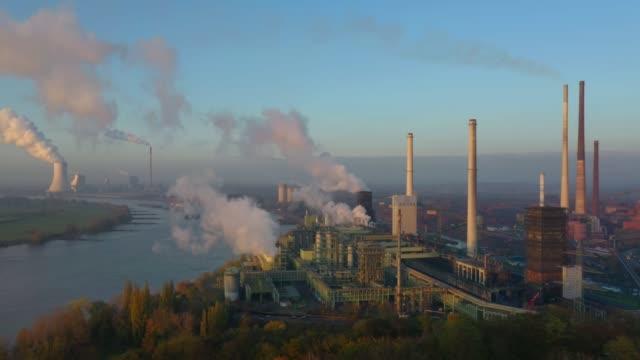 vidéos et rushes de steel mill by the rhine river - aciérie