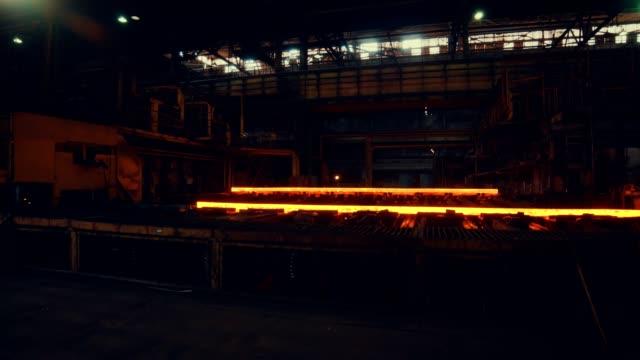 vídeos de stock, filmes e b-roll de moinho de aço - fio de aço - arame