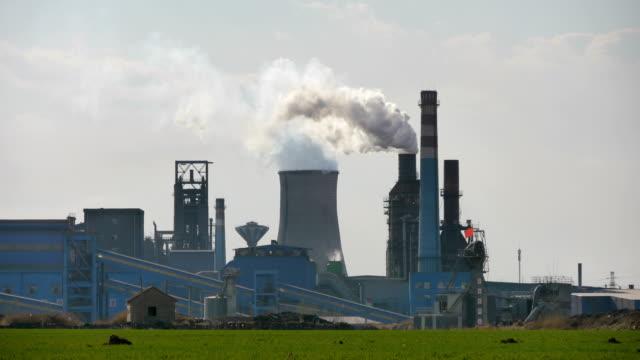 vídeos de stock, filmes e b-roll de planta de aço que está sendo produzida - produto interno bruto