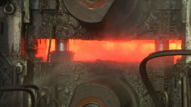 vídeos de stock e filmes b-roll de steel plant- melted steel - indústria metalúrgica