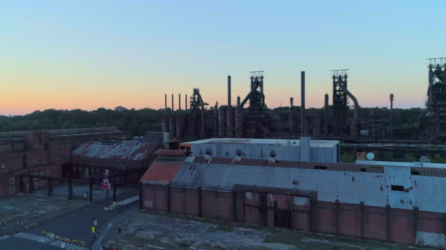 steelstacks - the historic steel plant converted into the modern cultural center in bethlehem, pennsylvania. aerial drone video with the forward camera motion. - opificio video stock e b–roll