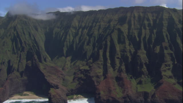 steep cliffs drop down to the coast in honop? valley in hawaii. available in hd. - hawaii islands stock videos & royalty-free footage