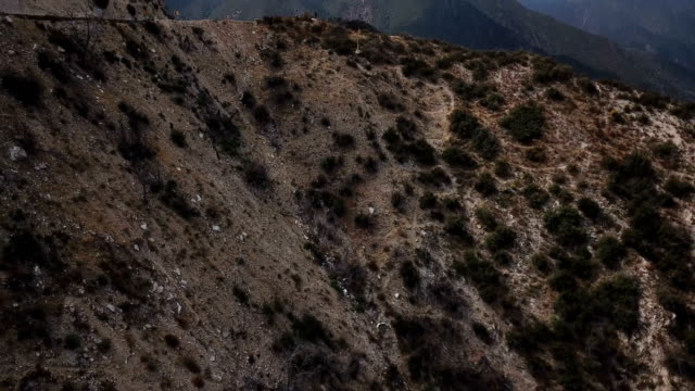 stockvideo's en b-roll-footage met steile kliffen in californië bergen - californian sierra nevada