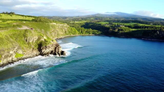 Abruptes falaises sur Egde de l'île de Maui par Drone