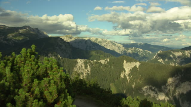 steiermark - panoramic view of the mountain range in tragoss - 40 o più secondi video stock e b–roll