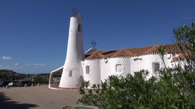 stella maris church in porto cervo - sardinien stock-videos und b-roll-filmmaterial