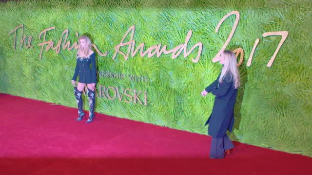stella maxwell at the fashion awards 2017 at royal albert hall on december 04 2017 in london england - 2017 bildbanksvideor och videomaterial från bakom kulisserna