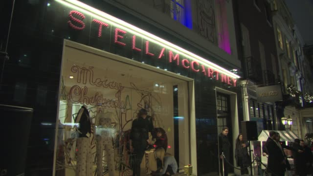 atmosphere stella mccartney store christmas lights at stella mccartney on november 26 2014 in london england - stella mccartney marchio di design video stock e b–roll