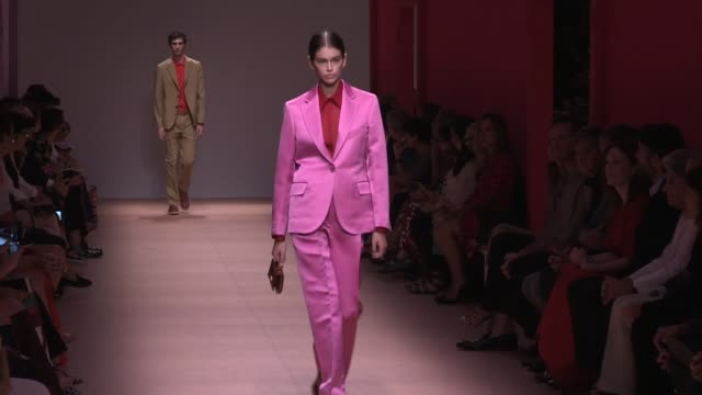 stella tennant, kaia gerber, maria carla boscono, carolyn murphy and more models and designer on the runway for the salvatore ferragamo spring summer... - salvatore ferragamo stock videos & royalty-free footage