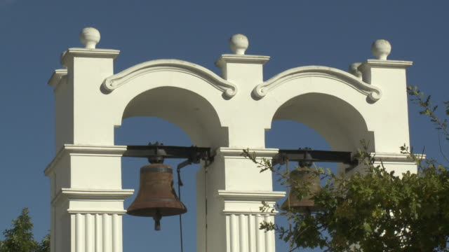 vídeos de stock, filmes e b-roll de cu stellenbosch slave bell, franschhoek, western cape, south africa - stellenbosch